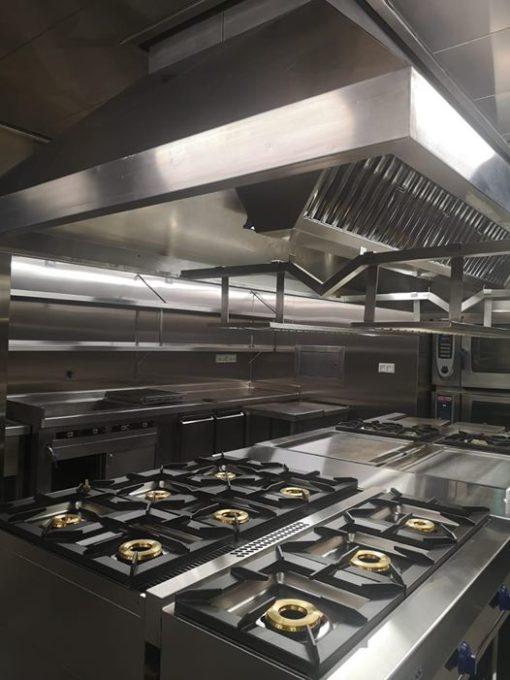 Revestimiento de acero para cocina industrial de restaurante y actualización de equipos
